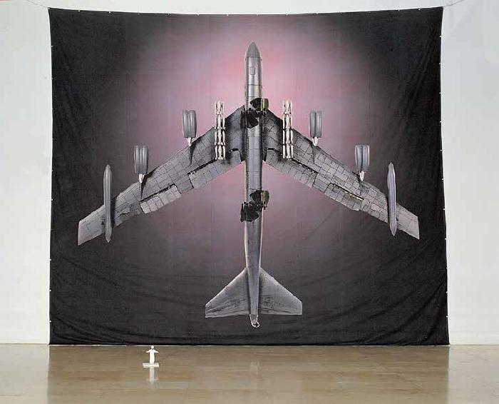 크기의 비교 B-52: 빈 라덴 (1/10스케일)